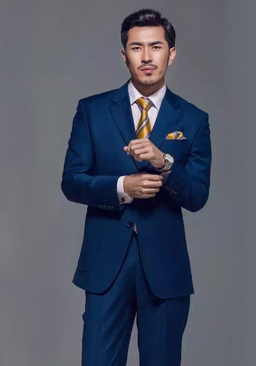 蓝色时尚西服