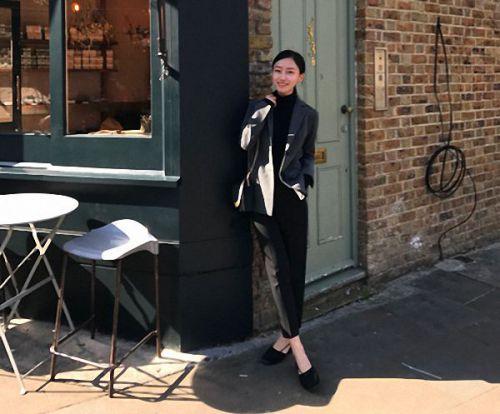 女大学生万元创服装品牌 自当模特年入百万