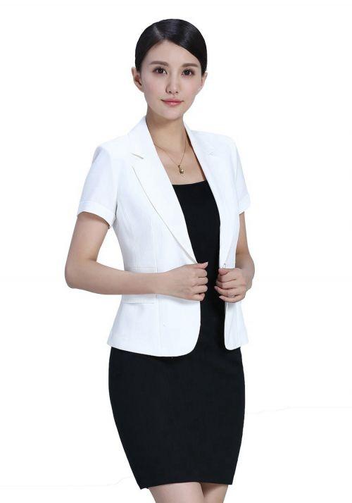 如何选择定制西服,首套职场装备选什么样的定制西服好?